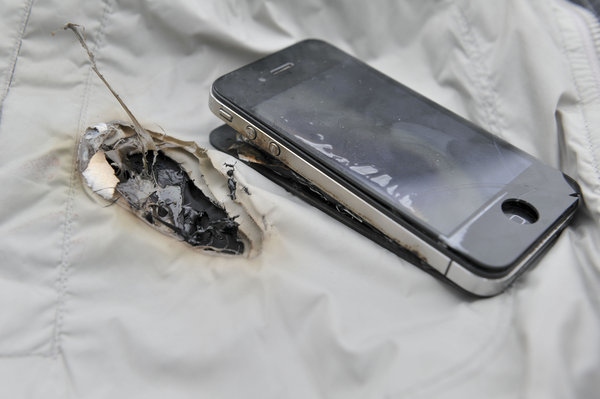 iphone explodes while charging another iphone4 explodes while charging 2 chinadaily cn 15257