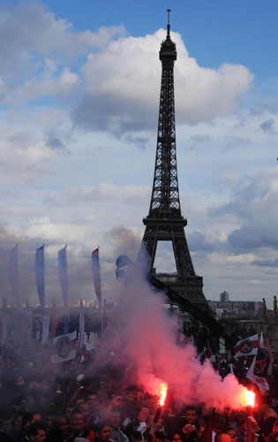 Psg S Title Celebrations Marred By Fan Violence Ab 17447889 Other Sports Ae 17447889 Chinadaily Com Cn