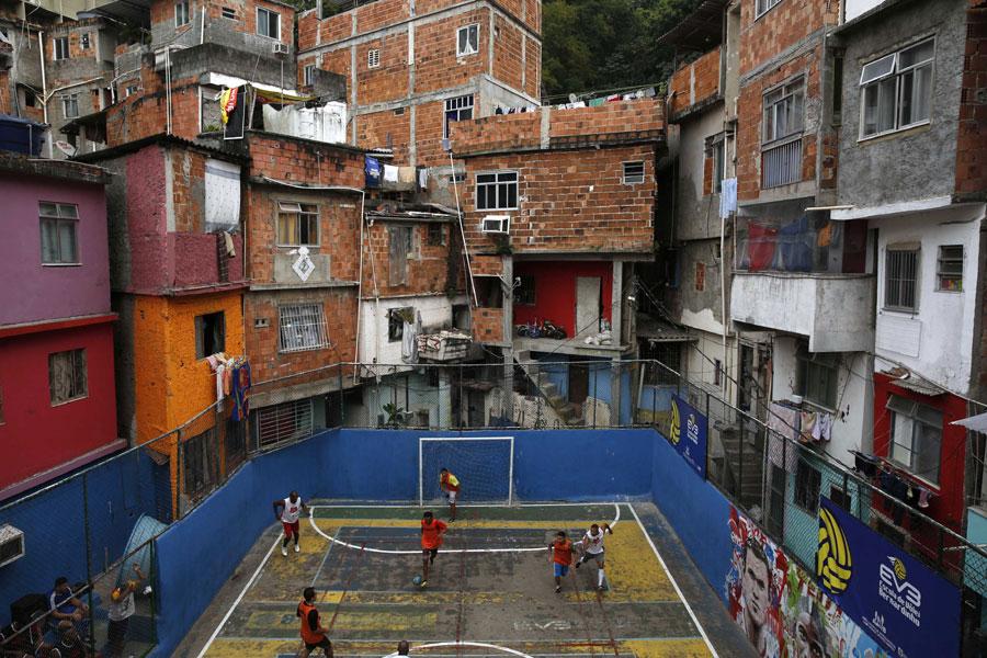 Soccer Match In Rio De Janeiro S Slum 1 Chinadaily Com Cn
