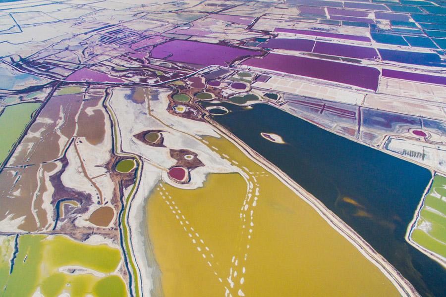 Danau garam Yuncheng yang berwarna-warni.