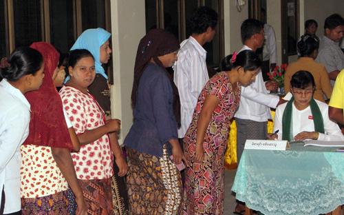 Multi-party general election begins in Myanmar